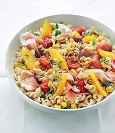 Koude pastasalade met perziken http://njam.tv/recepten/koude-pastasalade-met-perziken