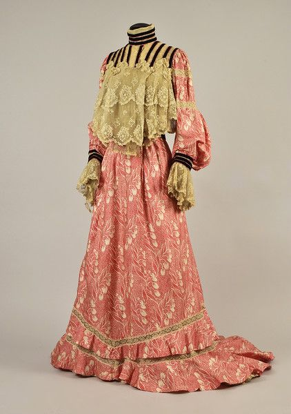 e1d232cddb LOT 448 SILK FOULARD DRESS with LACE and VELVET, 1902 - 1903 ...