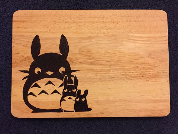 This wooden cutting board measures approximately 35x24x1.75cm in size and has been burned by hand using a pyrography tool with the likeness of