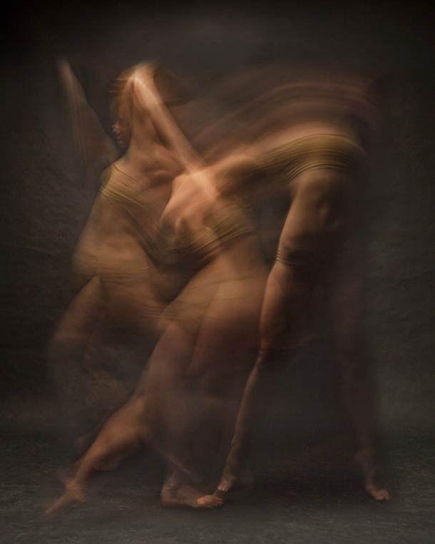 Dancers in motion par Bill Wadman : Pour son projet intitulé « Dancers in motion », le photographe new-yorkais Bill Wadman a tiré des portraits de danseurs en utilisant une vitesse d'obturation lente pour capturer leurs mouvements à travers ce flou artistique.