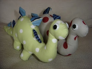 Awesome free dinosaur softie pattern and tutorial.: