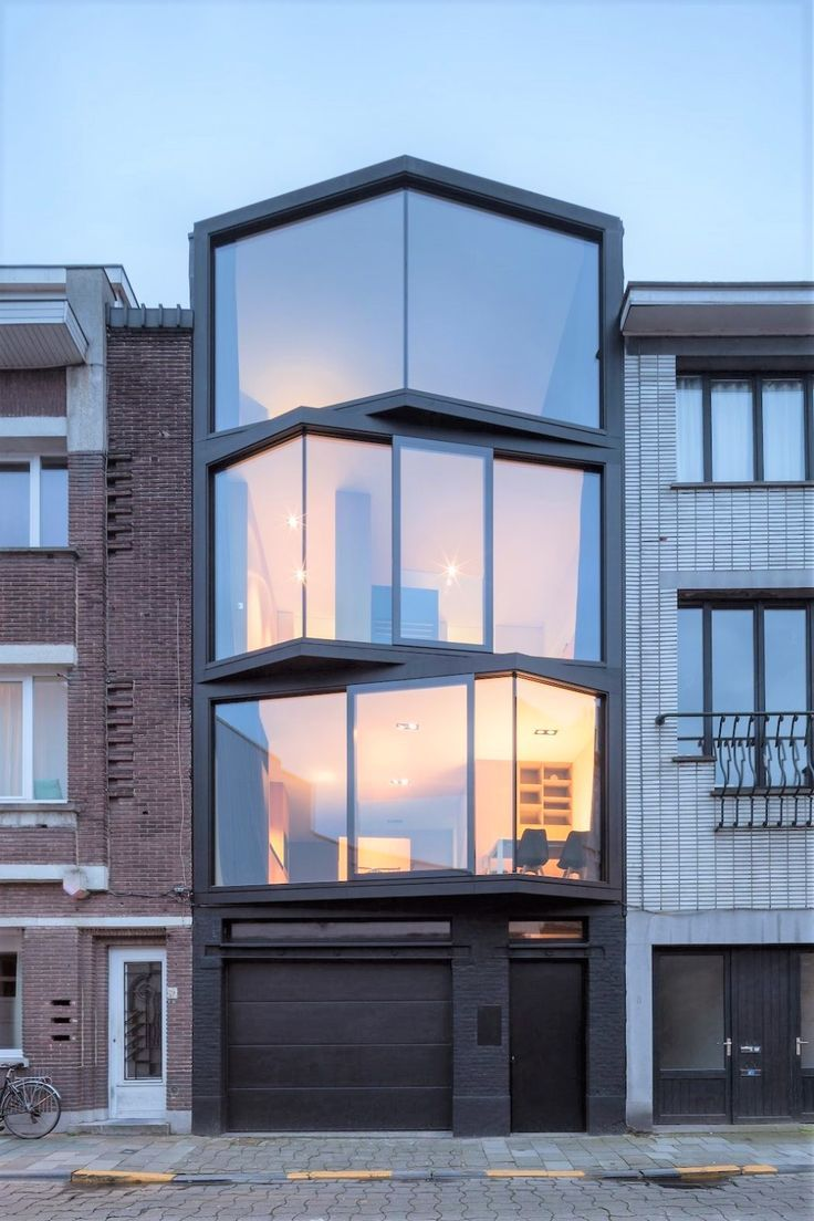 It's hard to believe that the Abeel House by Steven Vandenborre and Mias Architects is real with it's big, open windows.