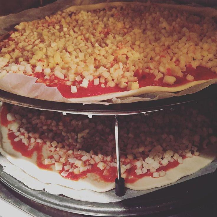 BONNE SURPRISE!  C'est top ca... En rentrant de 3 jours de formation.... Mon adoadoré avait préparé le repas du soir: 2 bonnes pizzas  #themouse #365virginieb3 #miam #good #goodlife http://themouse.org