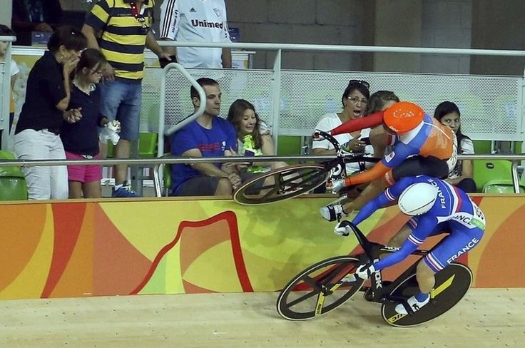 Laurine van Riessen is forced right onto the top of the rails by France's Virignie Cueff in #cycling in #rio2016 in phlow
