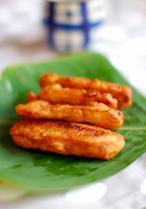 Ripe Bananas – 2, sliced For the batter Plain flour – 1/2 cup Rice flour – 1 tbsp Sugar – 1-2 tbsp, depending on the ripeness of banana Salt – to taste Water – 3/4 cup – 1 cup