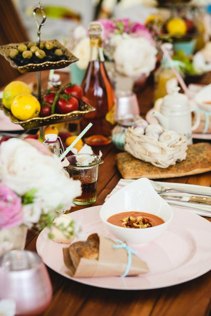 la dolce vita... casual outdoor wedding dinner Italian style by Eindeloos Weddings & Events. Photo: Fotozee