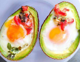 Fırında Avokado Yatağında Yumurta