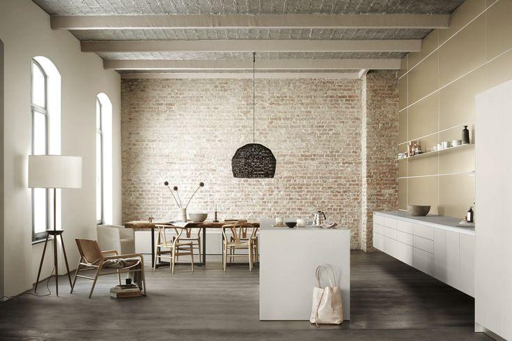 bulthaup b3 fasziniert als multifunktionales Küchen- und Raumsystem mit Planungsvielfalt und gestalterischer Freiheit. Im Vordergrund steht der Besitzer mit seinen Wünschen und Bedürfnissen für seinen Lebensraum zum Wohlfühlen und Verweilen.