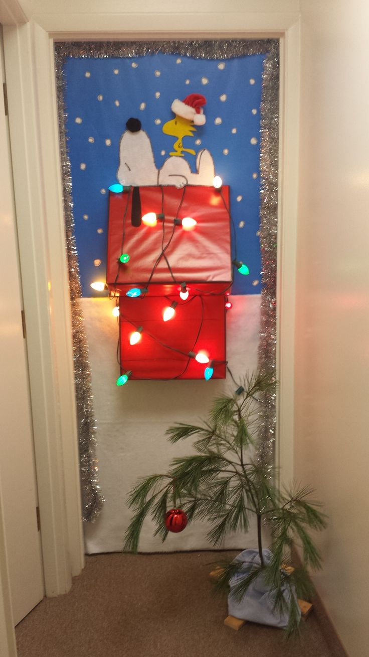 A CHARLIE BROWN CHRISTMAS-VOTE and SHARE NOW to help us find the door  decorating