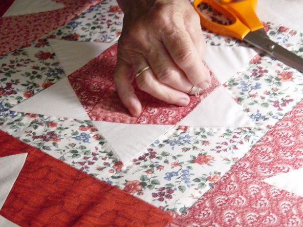 34 best hand quilting images on Pinterest   Ideas, Tutorials and ... : how to use a quilt frame - Adamdwight.com
