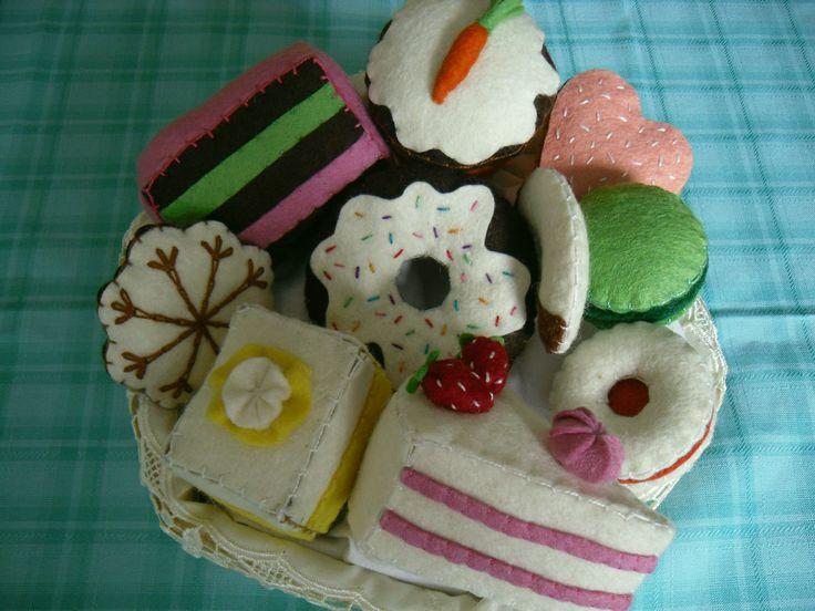 Felt cakes