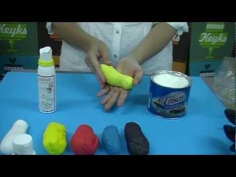Fondant: Como colorear y conseguir nuevos colores a partir de los primarios  Fuente: http://keyks.es
