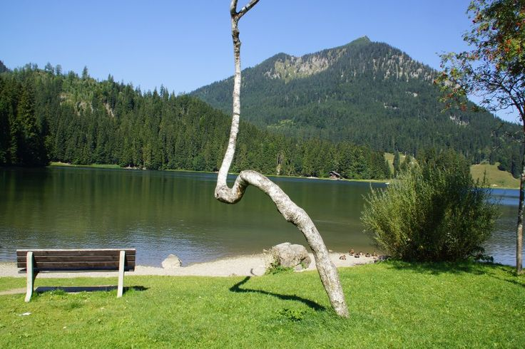 Spitzingsee - Wandern mit Kindern - Familienausflug in die Berge. Tagesausflug mit der ganzen Familie. Wandern um den See - KiMaPa