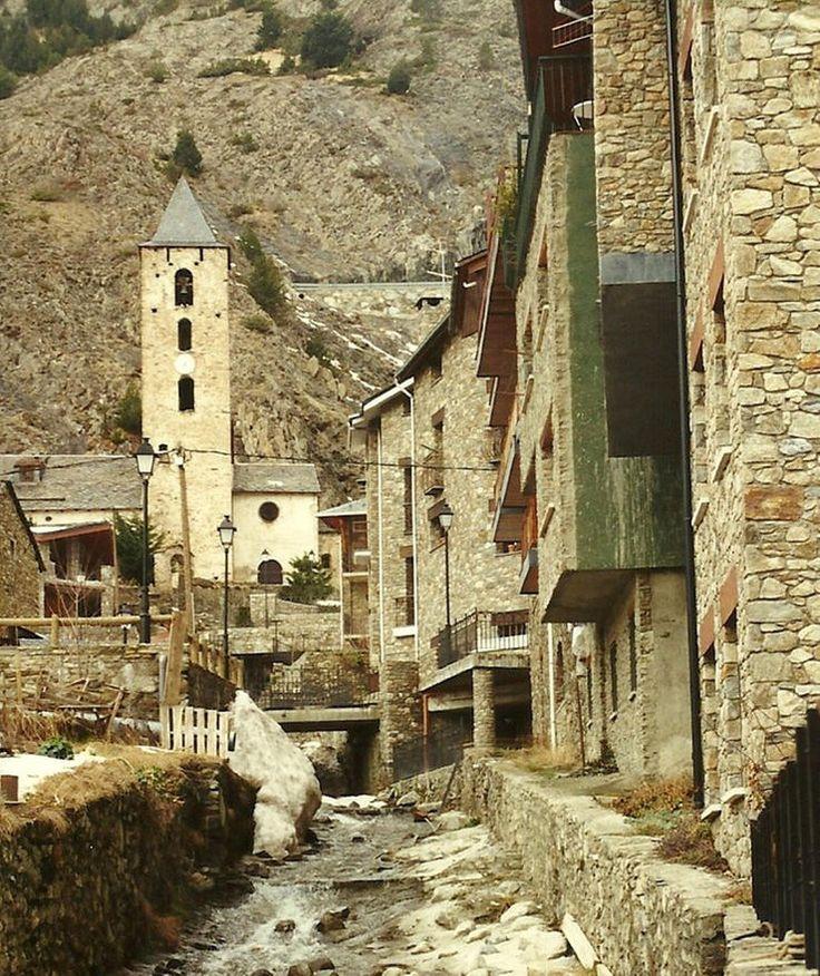 Vista de Canillo con San Serni al fondo
