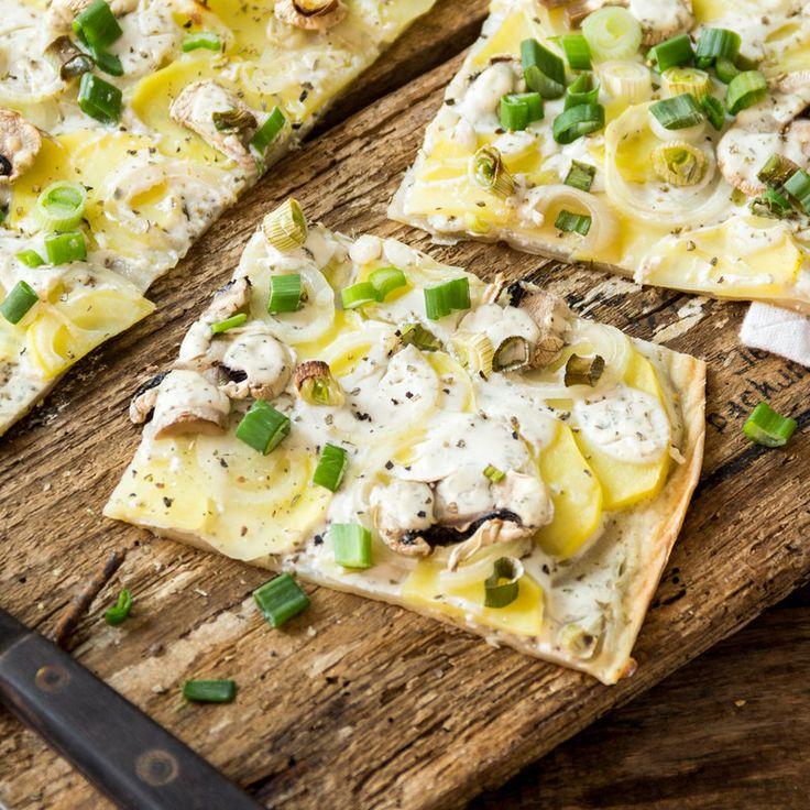 veganer Flammkuchen mit Pilzen und Kartoffelscheiben_featured