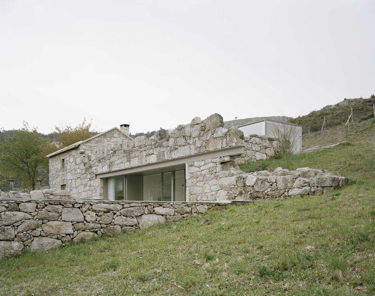 brandao costa . family house . Melgaço (1) http://afasiaarchzine.com/2016/06/brandao-costa/brandao-costa-family-house-melgaco-1/
