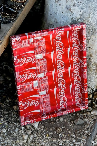 tray made of Coca Cola cans.....I sooo want to try this!
