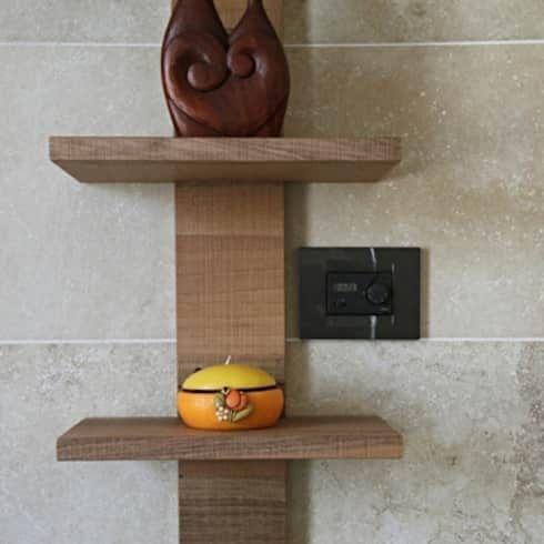 mobile bagno in noce nazionale: Bagno in stile in stile Minimalista di CORDEL s.r.l.