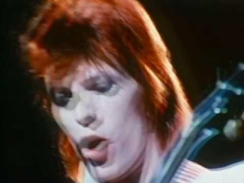 "DAVID BOWIE / THE JEAN GENIE (1972) -- Check out the ""Super Sensational 70s!!"" YouTube Playlist --> http://www.youtube.com/playlist?list=PL2969EBF6A2B032ED #70s #1970s"