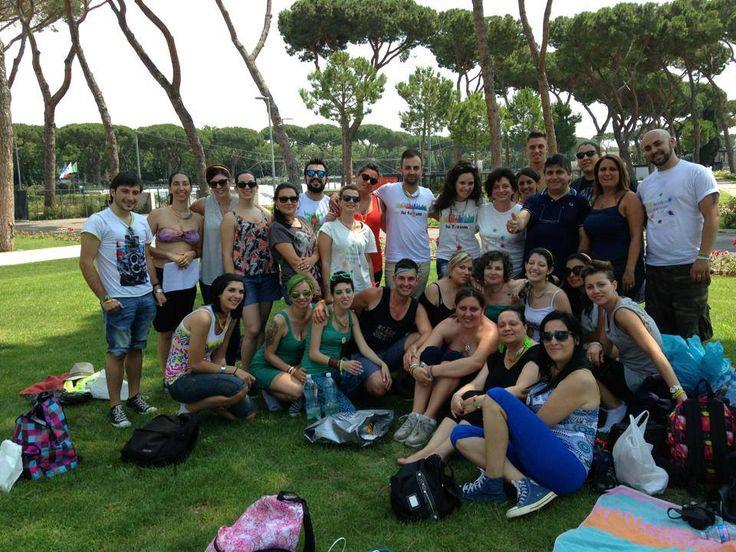 """#Luforum durante l'attesa di #negramaroneglistadi fuori lo stadio Olimpico di Roma #olimpico2013 @negramaro (trova l'intruso.....un indizio....""""Edicola Fioooreeee"""")"""