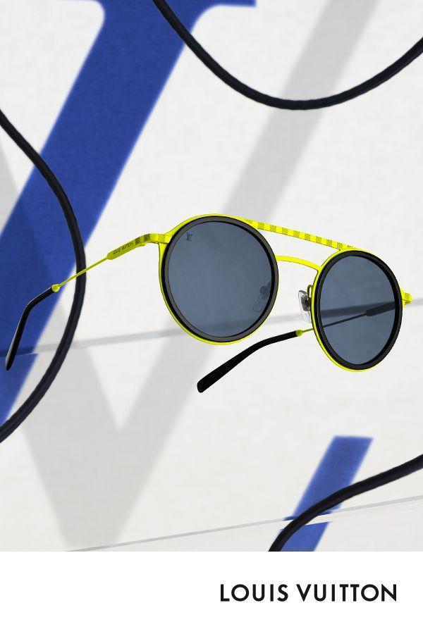 1b01a2aac59 Les lunettes de soleil Damier Shuffle de Louis Vuitton. Ce modèle reprend  le coloris jaune fluo issu de la collection Homme Automne-Hiver 2018. et le  ...