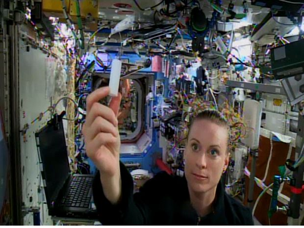 Astronautas usam plástico brasileiro feito de cana em estação espacial - http://anoticiadodia.com/astronautas-usam-plastico-brasileiro-feito-de-cana-em-estacao-espacial/
