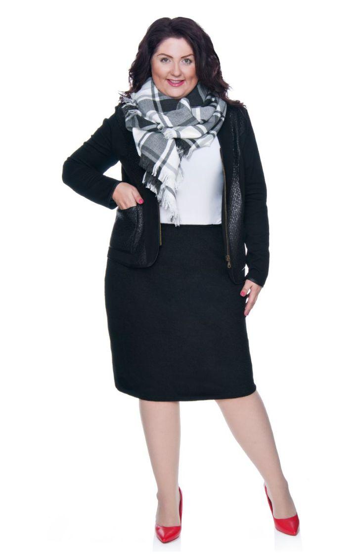 Prosta wełniana spódnica w czarnym kolorze - Modne Duże Rozmiary