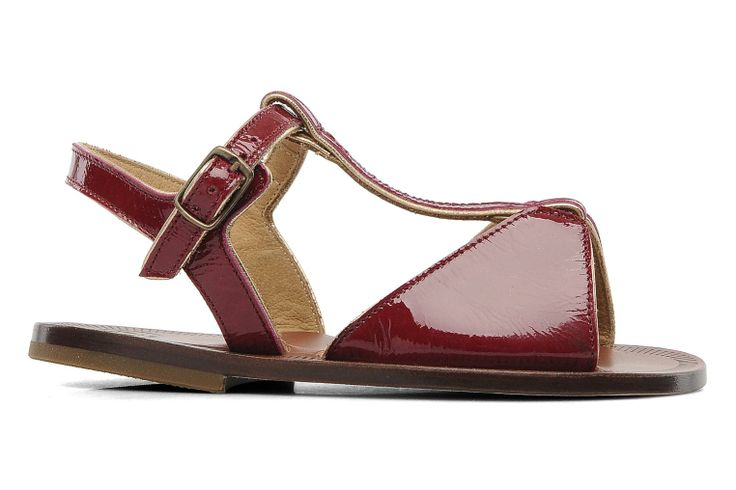 Ook voor de allerkleinsten hebben wij de perfecte zomerschoenen! Deze Cythère PèPè bordeaux rode sandalen zijn ideaal voor jouw kleine meid! Let's bring the summer!