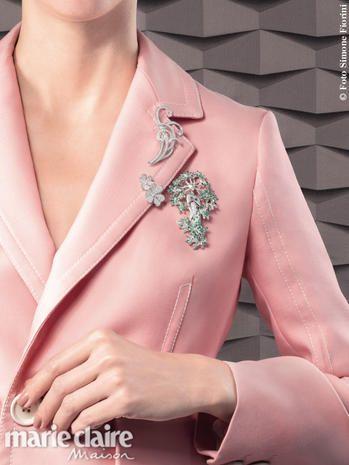 L'alta gioielleria rende esclusivi abiti e accessori dal tocco glam: dagli anelli in oro rosa e pietre preziose ai fermacapelli in oro bianco e diamanti