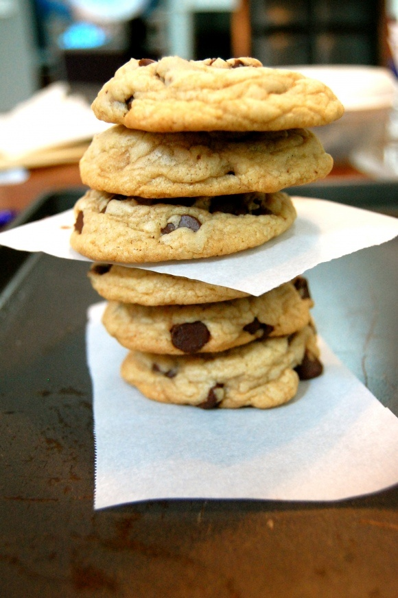 Crispy & Chewy Chocolate Chip Cookies #easy #cookies #chocolatechip