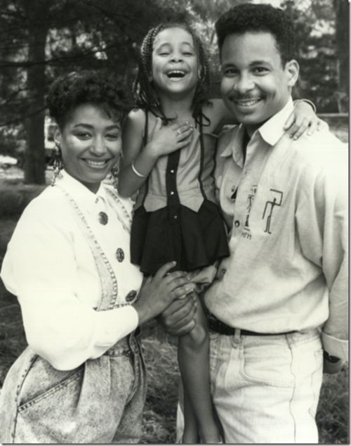 Raven Symone. Damn, she definitely looks like her parents. She got her eyes from her Mom and the smile from her Dad.