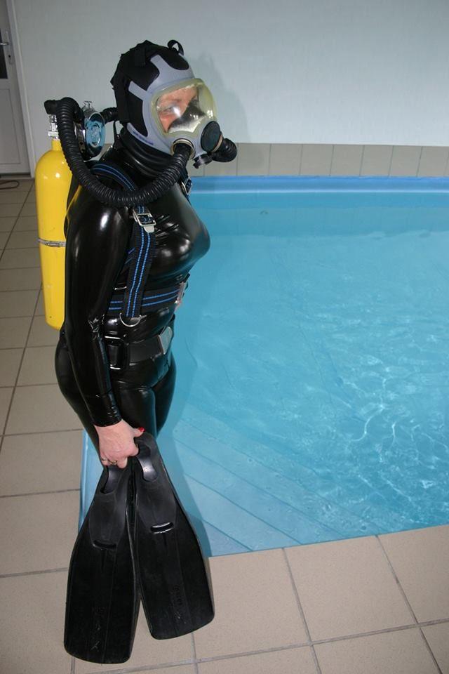 Latex scuba girl