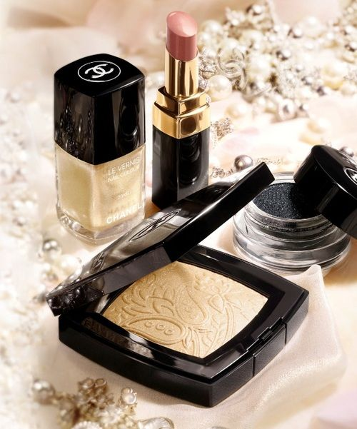 Chanel Makeup <3 Look at that gorgeous highlighter!