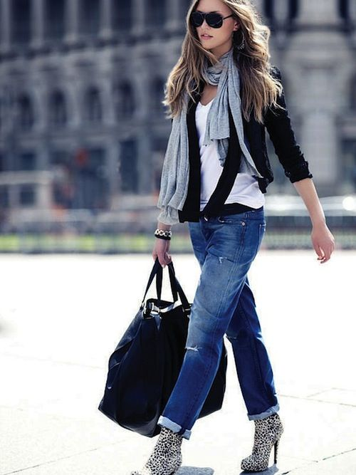 Love this style: Loose Jeans, Black Boyfriends Cardigans, Casual Outfit, Cut Jeans, Street Style, Parisians Chic Style, Boyfriends Jeans, Airports Outfit, Travel Outfit