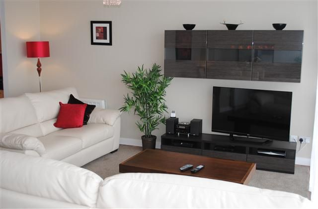 2 Bedroom Apartment in Dublin to rent from £1141 pw. With Solarium, balcony/terrace, TV and DVD.