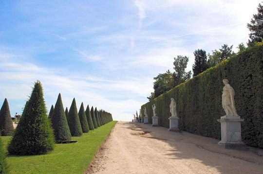 Les jardins de Versailles. Nature is sometimes mastered by man in the most artistic manner possible. This sumptuous French garden, dating from the seventeenth century by André Le Nôtre, is one of the jewels of landscape art in the world.