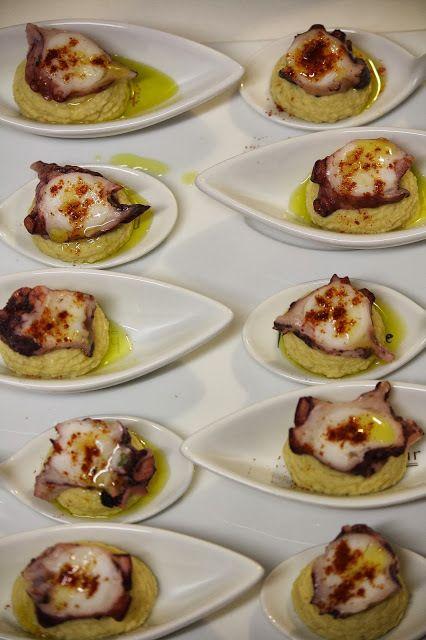 Culleretes de pop amb hummus. Aperitius de Cap d'Any - http://www.mytaste.cat/r/culleretes-de-pop-amb-hummus--aperitius-de-cap-d-any-2956764.html
