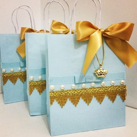 E mais sacolinhas ficando prontas para a festa de um lindo príncipe!  #festaprincipe #festainfantil #festaluxo #festejarcomamor #lembrancinhas #festasinfantis #decorefesta #antesdafesta #dentrodafesta #queridadata #encontrandoideias #garimpandolembrancas #pontoapontoo #mamaesfesteirasdoes  #aproveiestaideia #portalfestejar #umbocadinhodeideias #festaprincesa #festamenina #princessparty