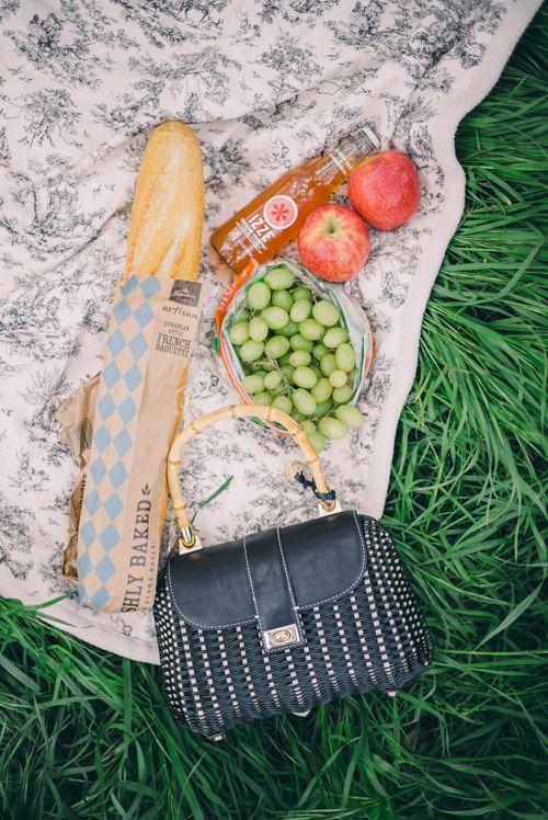 | praguepicnics | champagnelovers | praguepicnic | marble  | foodie | flatlays | foodstyling | champagne | moet | moët |picnics |prague | praha | piknik | inspirace | jidlo | vino |
