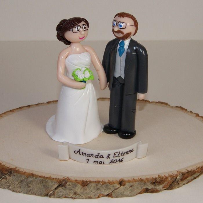 Wedding cake topper / figurines de mariage personnalisées / socle bois naturel / gâteau de mariage