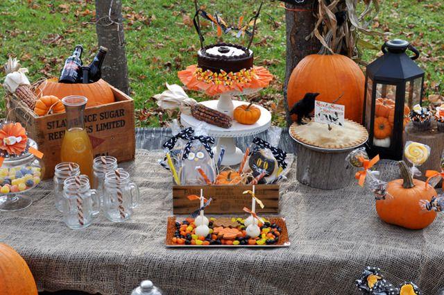 Lovely Thanksgiving Treats Table #thanksgiving #treatstable