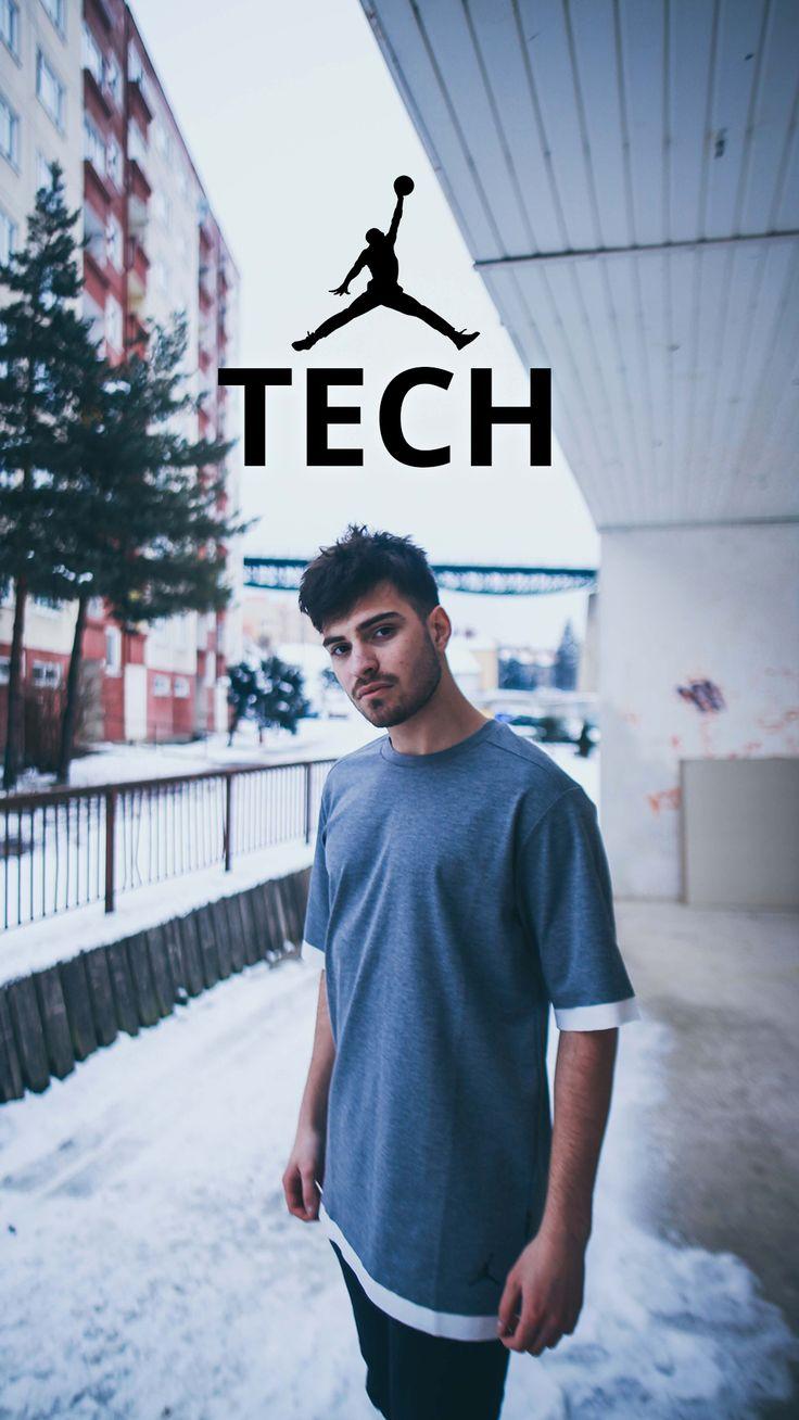 T-shirt Jordan Sportswear Tech wtih a Dri-FIT technology.