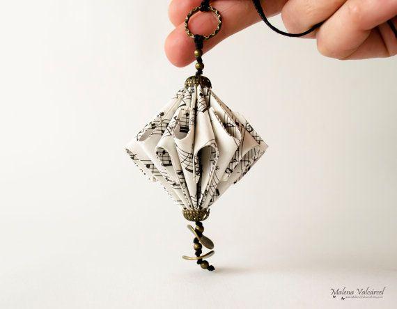 Collana di spartiti carta scultura di carta di MalenaValcarcel