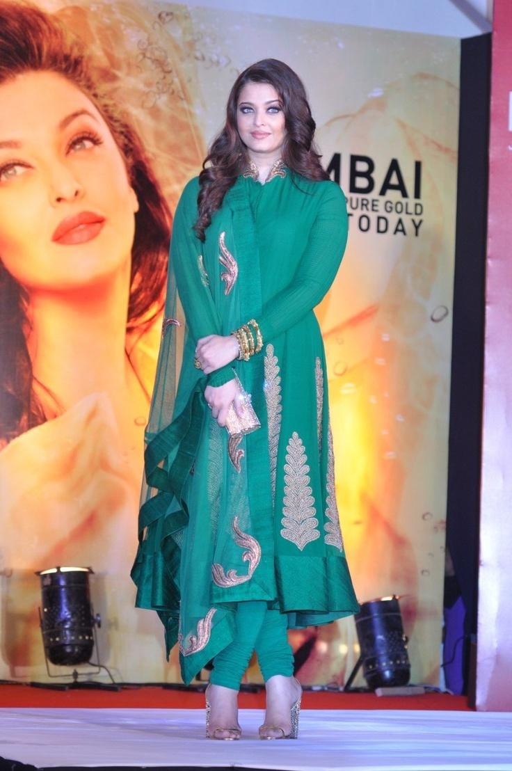 Aishwarya Rai Bachchan at Kalyan Jewellery Store Launch.