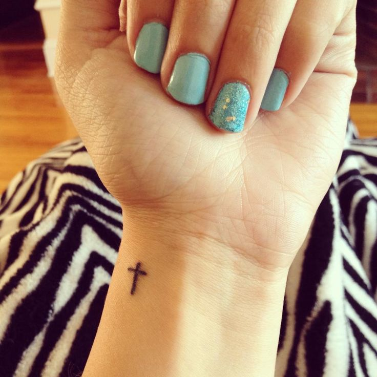 Nice colour nail polish with one sparkely one and the small and simple cross tattoo!!