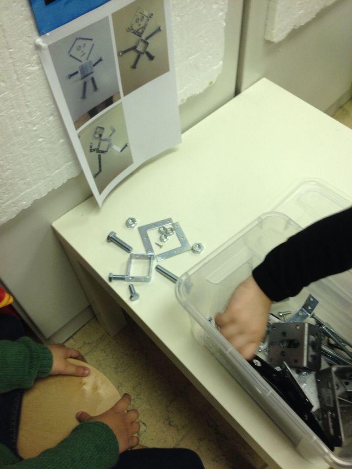 Robots maken met bouten, moeren, vijzen