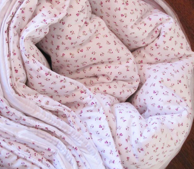 Lindo Cobertor con Flores pequeñitas !!!!!!