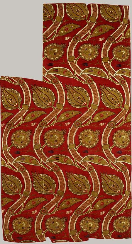 Textile fragment, second half of 16th century; Ottoman Turkey, Bursa or Istanbul Silk and metal thread; a compound weave (satin and twill).