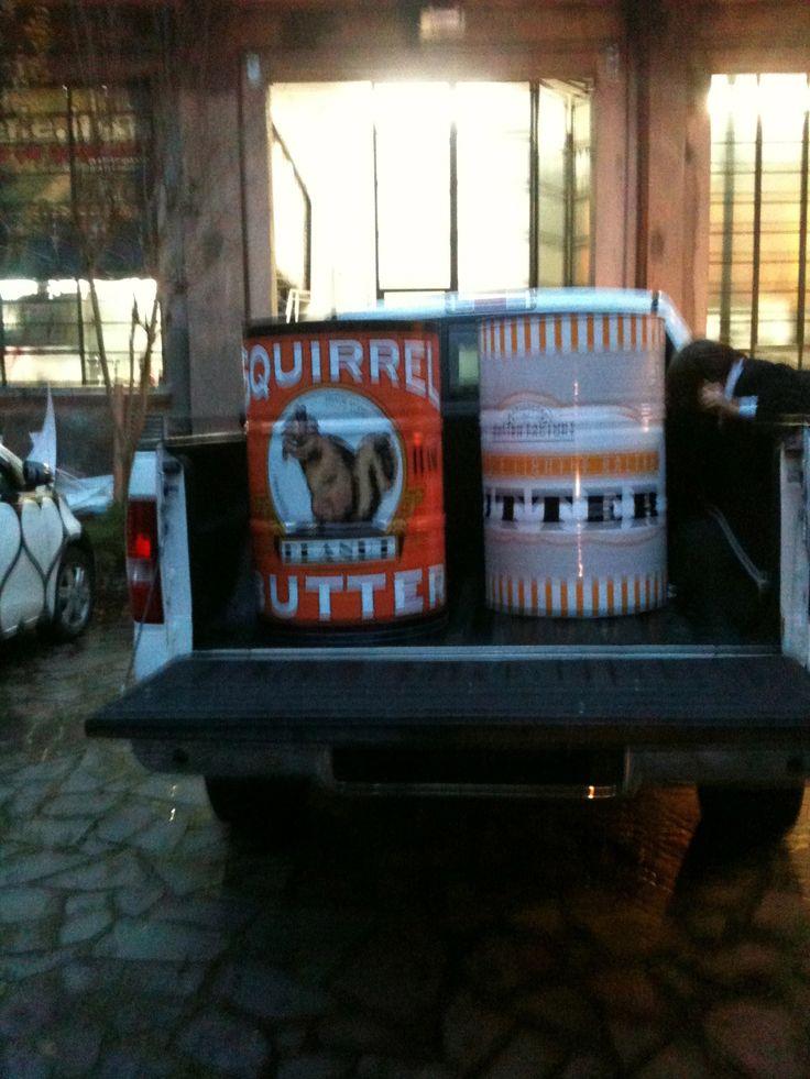 contenitore olio per auto trasformato in tavolo decorati in quadricromia.