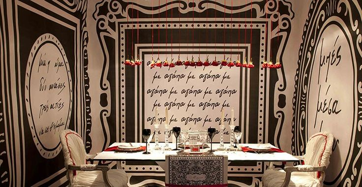 Neo-baroque table setting in black, red and white